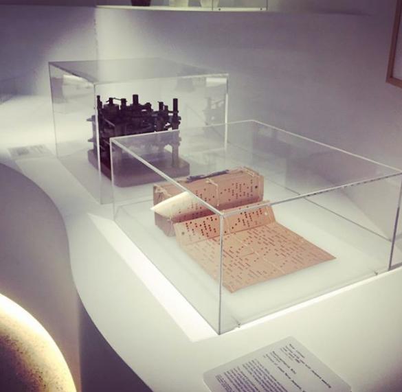 Museum-display-cases