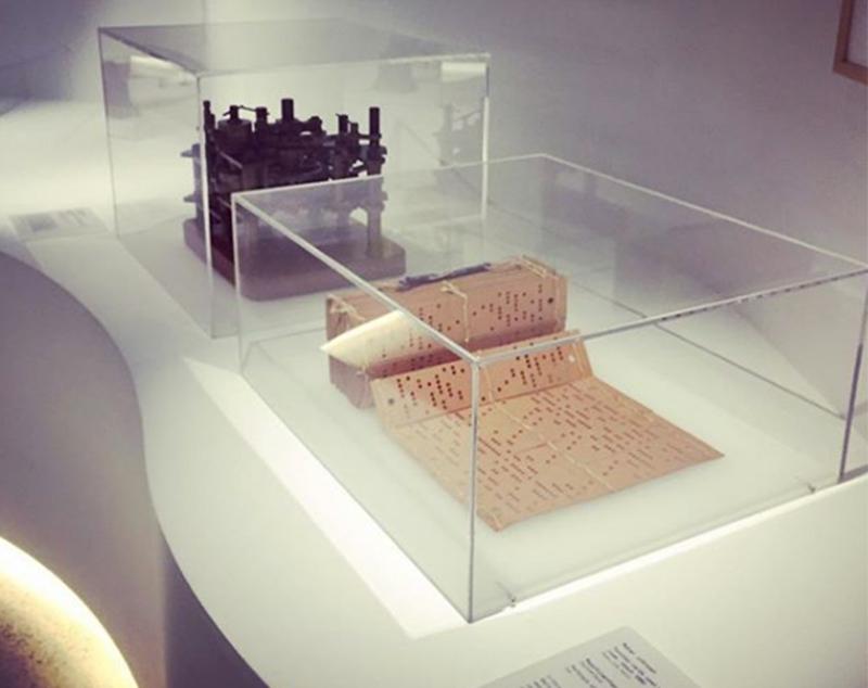 Exhibition-Display-Cases